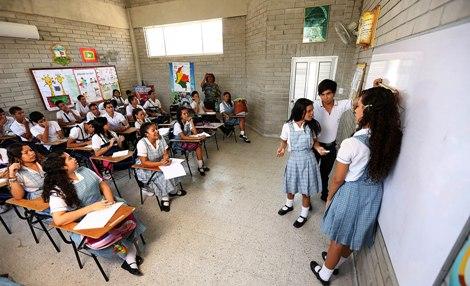 La mestra el alumnos